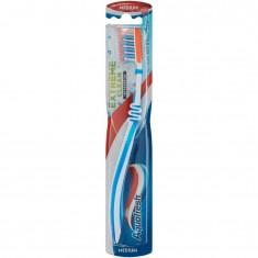 Зубная щетка Extreme Clean средняя жесткость AQUAFRESH