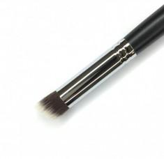 Кисть для коррекции носа и скул жирными текстурами MAKE-UP-SECRET 744 (нейлон)